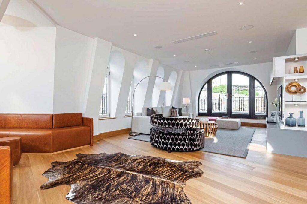 A flat in Fitzrovia's Hanway Gardens initially priced at £1.7million has had its price reduced by £150,000.
